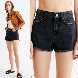 UO BDG Girlfriend High-Rise Distressed Denim Short